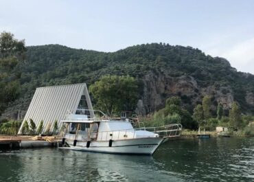 Nova's Riverside Lodge